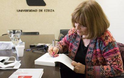 """""""A VEINTE AÑOS, LUZ"""". Elsa Osorio"""